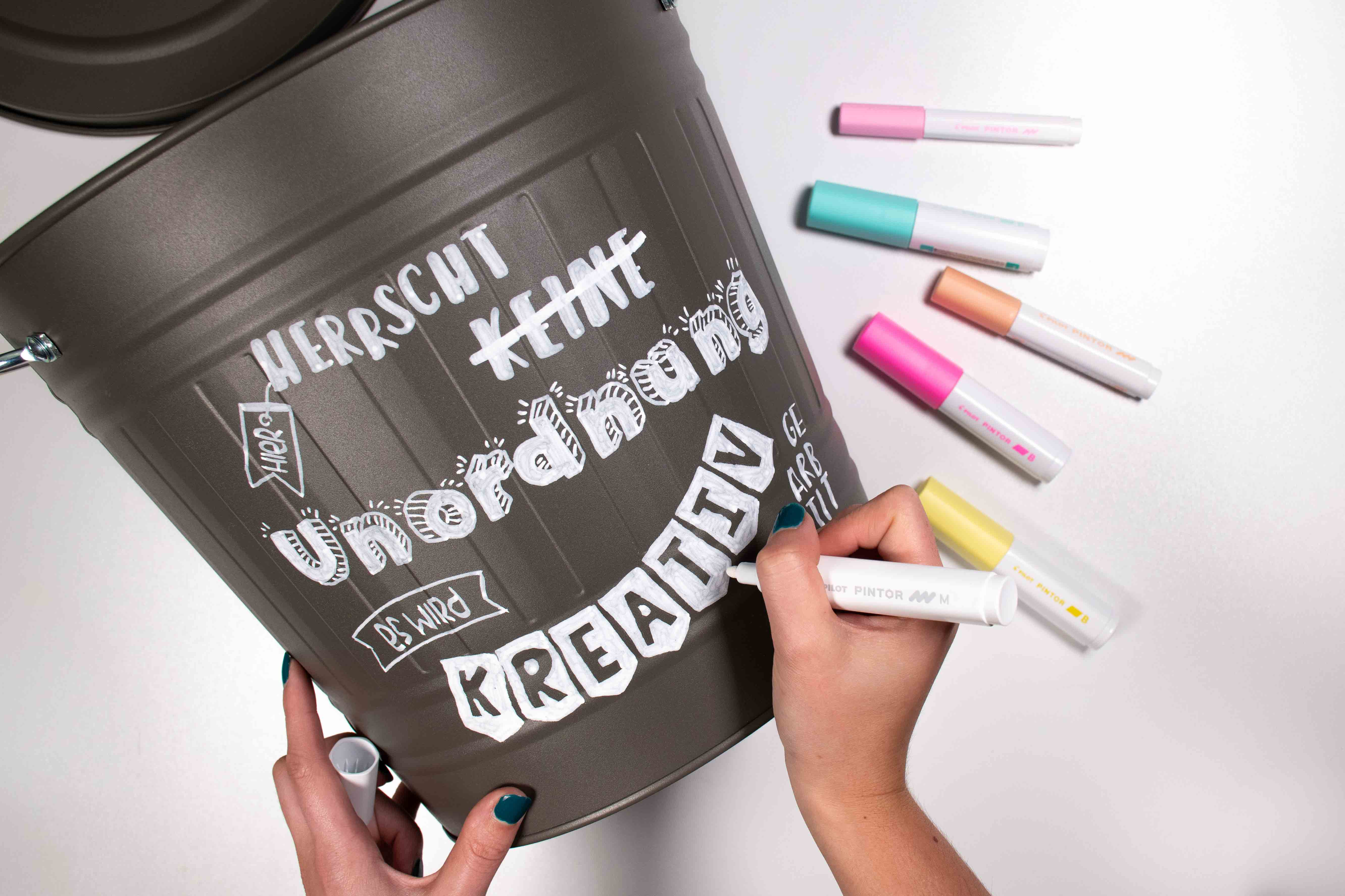 DIY Anleitung Upcycling Mülltonne mit Pilot Pintor Markern