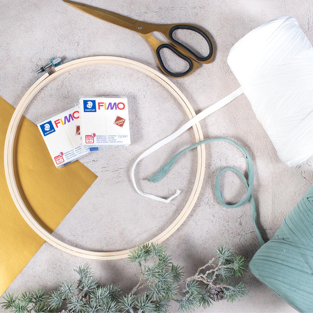 DIY Winterkranz mit Plotter Freebie Winterliebe | zuckerundzimtdesign.com