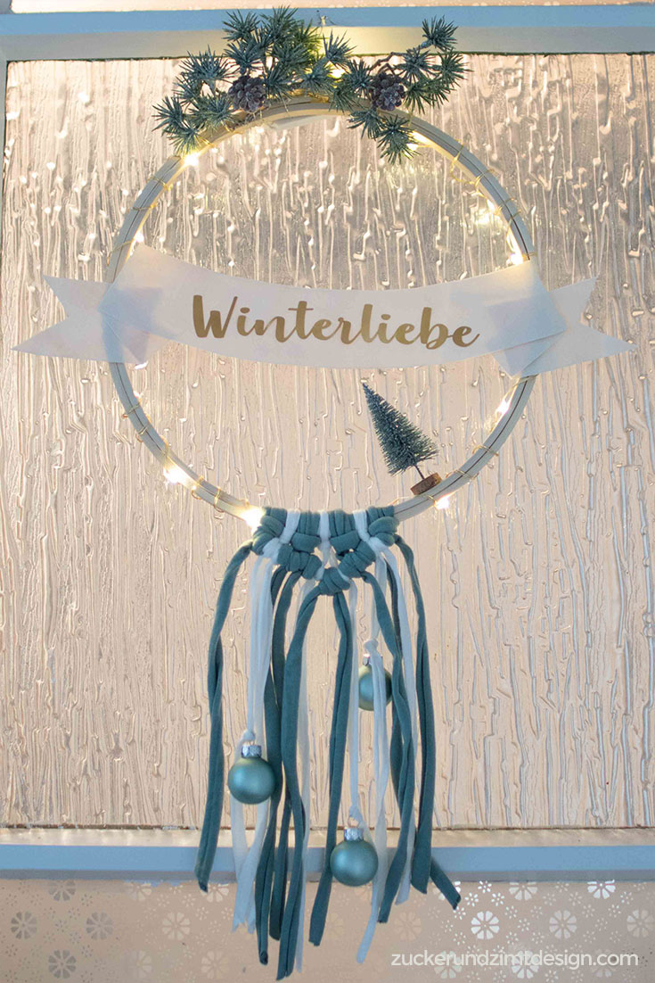 DIY Winterkranz mit Plotter Freebie Winterliebe | zuckerundzimtdesign.com