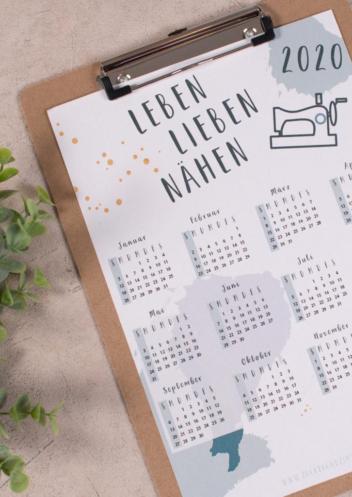Kostenloser Kalender 2020 für Nähjunkies, Katzenverehrer und Hundenarren || www.zuckerundzimtdesign.com
